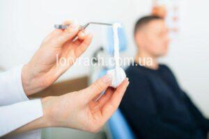 Введення турунд із лікарськими препаратами